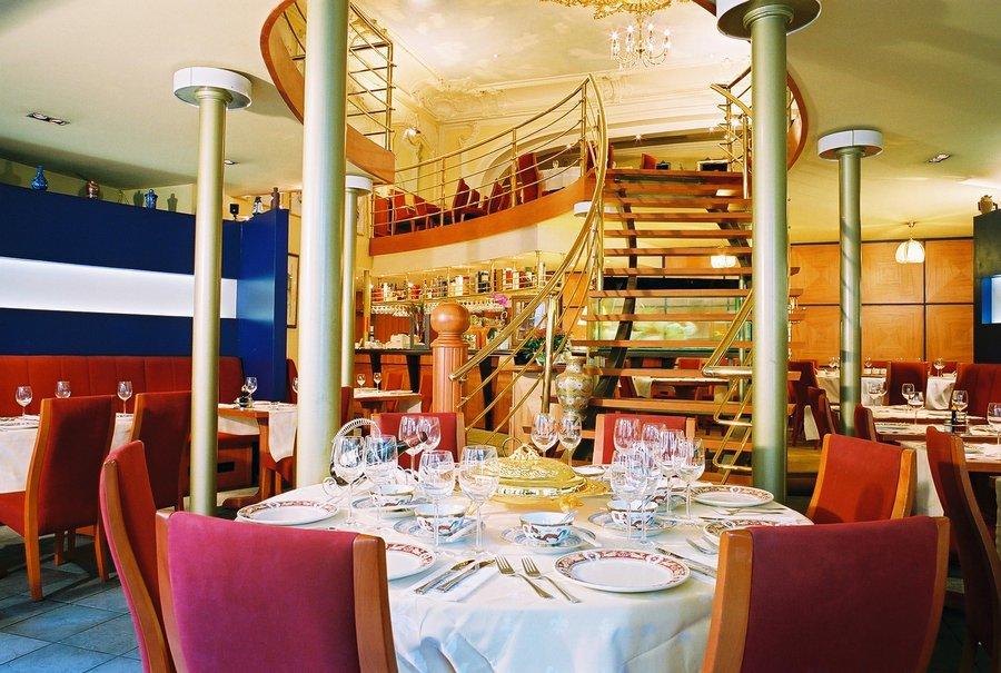 maison du dragon restaurant chinois bruxelles centre 1000. Black Bedroom Furniture Sets. Home Design Ideas