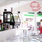 ROBIN'S CAFE